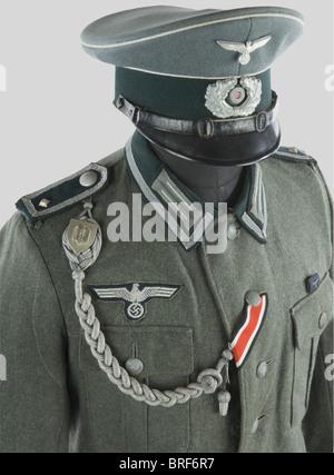 Wehrmacht, Ensemble de Sous-Officier de la Heer, comportant une casquette troupe en tissu feldgrau, bandeau vert, - Stock Photo