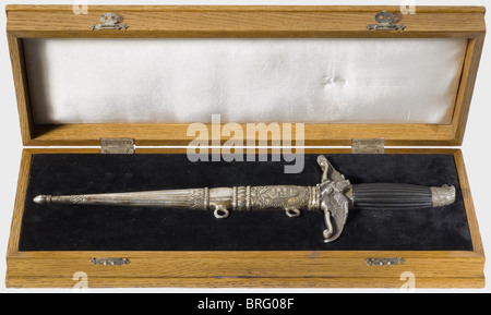 A pilot's honours dagger, in the 1938 pattern for NCOs and acting officers (silver colour). A partially gilded dagger - Stock Photo