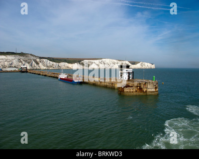 The harbour wall at the entrance to the Port of Dover on the Kent coastline - Stock Photo