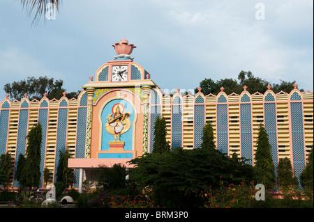 Sri Sathya Sai Institute of higher learning , Prashanti Nilyam campus. Puttaparthi, India - Stock Photo