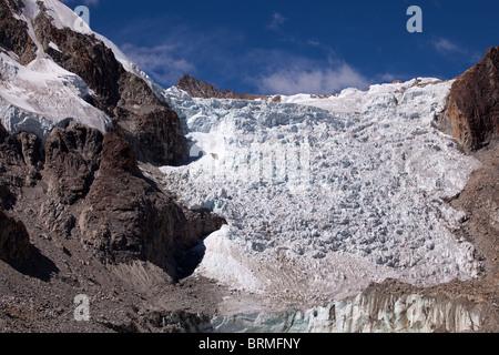 Cordillera Real: Laguna Glacial Trek: Glaciar at 5100m. - Stock Photo
