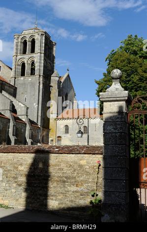 Vezelay,Basilica St Magdelene,Sainte-Marie-Madeleine,UNESCO world Heritage,Way of St James to Santiago de Compostela,Yonne,Burgu - Stock Photo