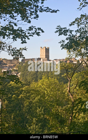 The castle and town of Richmond, North Yorkshire seen from the woodland walk to Easby Abbey. - Stock Photo