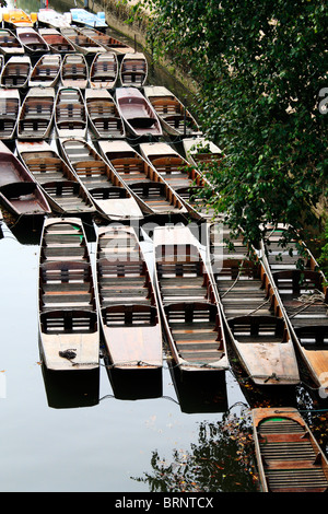 Punts on the River Cherwell at Magdalen Bridge in Oxford, England - Stock Photo