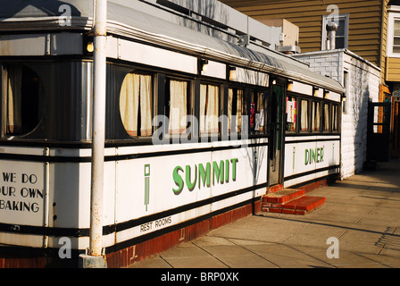 Summit Rail Car Diner, located in Summit, NJ.  It was built by The Jerry O'Mahony Diner Company  in 1938 - Stock Photo