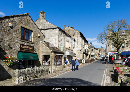 The main street and square in the village of Grassington, Upper Wharfedale, Yorkshire Dales, North Yorkshire, England, - Stock Photo