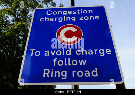 Congestion Charging zone, To Avoid Charge Follow Ring Road sign, Westminster, London, England, UK - Stock Photo