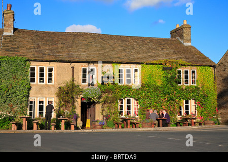Red Lion Hotel, Burnsall, Yorkshire Dales National Park, North Yorkshire, England, UK. - Stock Photo