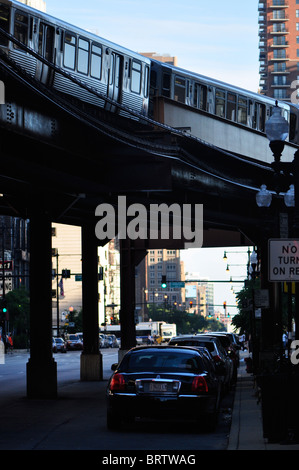 L train passing over cars in Chicago's The Loop - Stock Photo