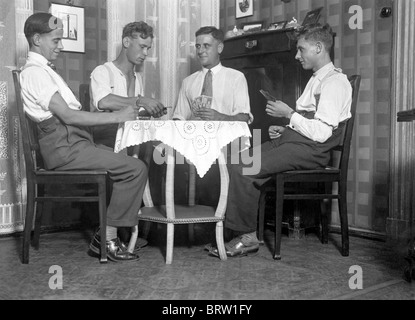 Four men playing cards, historic photgraph, around 1932 - Stock Photo
