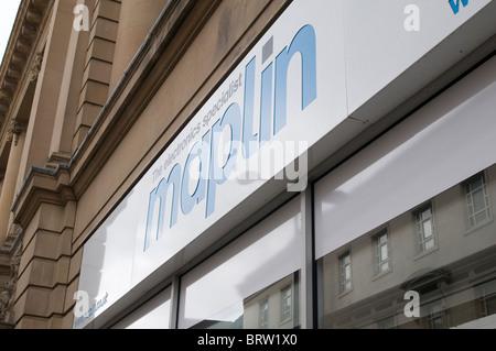 maplin maplins electronics electrical retailer retailers brand logo shop shops gadget gadgets gadgetry high street - Stock Photo