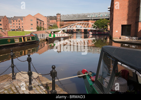 Castlefield, Manchester, England, UK, Europe. Narrowboats in the Bridgewater Canal basin in Urban Heritage Park. - Stock Photo