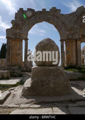 SYRIA Qala'at Samaan (Saint Simeon) ruined basilica near Aleppo. PHOTOGRAPH by Sean Sprague - Stock Photo