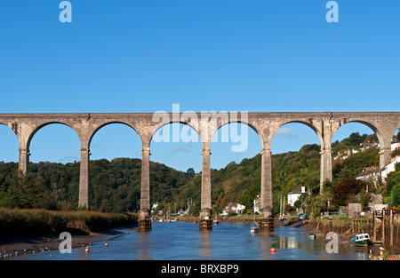 the calstock viaduct, a railway bridge that connects cornwall with devon - Stock Photo