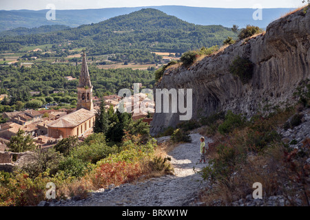 THE VILLAGE CHURCH AND THE CHATEAU'S FORTIFICATIONS, SAINT-SATURNIN-LES-APT, VAUCLUSE, FRANCE - Stock Photo