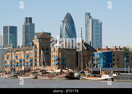 River Thames looking towards Wapping & City of London - Stock Photo