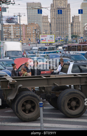 Traffic congestion at pl Evropy square in front of Kievsky vokzal train station Moscow Russia Europe - Stock Photo