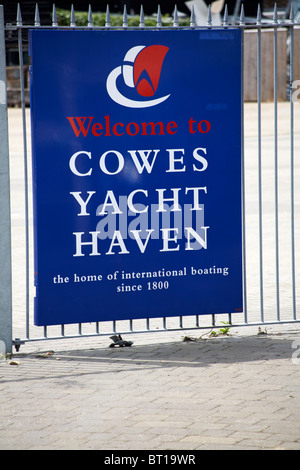 Welcome to Cowes Yacht Haven the home of international boating since 1800 sign on railings, Cowes, Isle of Wight - Stock Photo