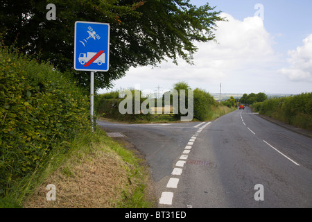 Road sign no entry Lorry Lorries Truck Trucks GPS Sat nav Satellite Navigation - Stock Photo