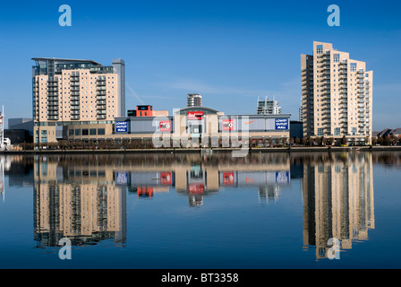 Looking across Manchester chip canal to Imperial Point, Sovereign Point & Lowry Outlet mall Salford Quays Manchester - Stock Photo