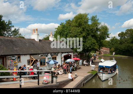 People enjoying refreshments outside a tea shop at Foxton Locks on the Grand Union Canal, Leicestershire, England. - Stock Photo
