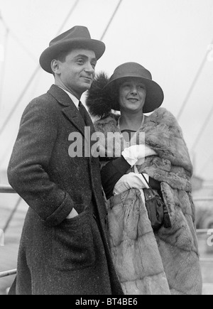 Vintage photo circa 1912 of American composer and lyricist Irving Berlin (1888 - 1989) and his first wife Dorothy - Stock Photo