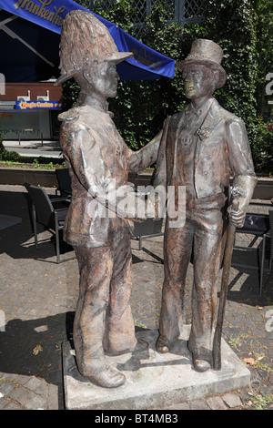 Denkmal Deutsch-Franzoesische Freundschaft am Hamtorplatz in Neuss, Niederrhein, Nordrhein-Westfalen - Stock Photo
