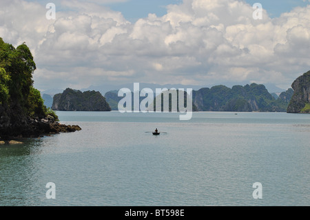 Rowing boat in Halong Bay, Vietnam - Stock Photo