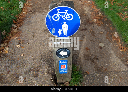 signs for a non-segregated shared use route for cyclists and pedestrians, the thames path national trail, and route - Stock Photo
