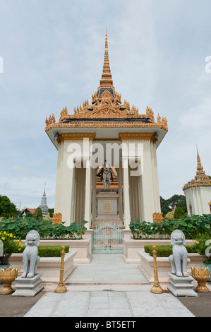 Equestrian Statue of the King Norodom Ist in the Gardens of the Royal Palace in Phnom Penh, Cambodia - Stock Photo