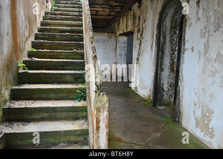 Abandoned colonial house, now squatted in by Liberian refugees in Sassandra, Ivory Coast, West Africa - Stock Photo
