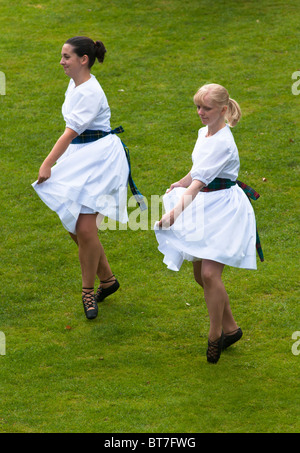 Two female dancers at Stirling Castle, Scotland - Stock Photo