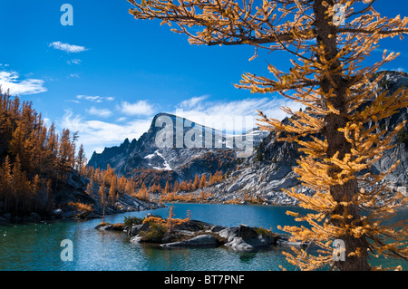 Perfection Lake and Little Annapurna mountain with alpine larch trees in The Enchantments, Alpine Lakes Wilderness, - Stock Photo