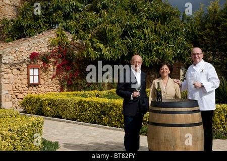 Winemaker Prof. Michael Popp, left, Herta and Peter Himbert, owners of the Molí des Torrent restaurant, Santa María - Stock Photo