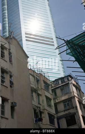 Contrast between old and new architecture in Hong Kong - Stock Photo