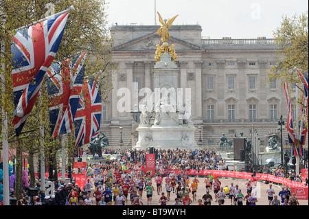 Atmosphere at the Virgin London Marathon, London, 25th April 2010. - Stock Photo