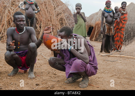 Nyangatom (Bumi) man drinking a mix of blood and milk, Omo river valley, Ethiopia - Stock Photo