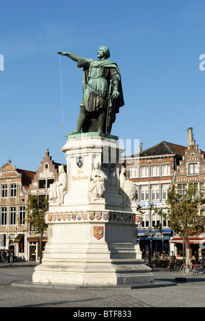 Statue of Jacob van Artevelde with an orange as a Yo-Yo at  the Friday market in Ghent - Stock Photo