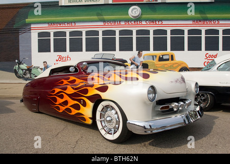 Auto- 1950 Mercury customized at Franklin, Ohio, USA, car show. Building with painted diner mural. - Stock Photo