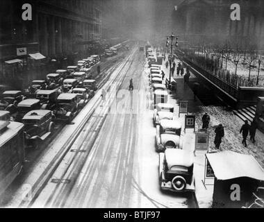 A heavy snowfall, 42nd Street, looking east from 6th Avenue, New York City, January 22, 1935. CSU Archives/Courtesy - Stock Photo
