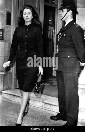Christine Keeler leaveing the flat of friend Paula Hamilton-Marshall en route to Magistrates Court. September 9, - Stock Photo