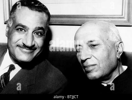 President of the United Arab Republic Gamal Abdel Nasser and Prime Minister of India Jawaharlal Nehru, at a meeting - Stock Photo