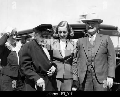 President Harry Truman (far right), with, from far left: wife First Lady Bess Truman, mother Martha Truman, and - Stock Photo