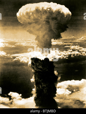 Atomic bomb. A mushroom cloud rises more than 60,000 feet into the air over Nagasaki, Japan after an atomic bomb - Stock Photo