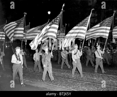 WORLD WAR II, WW1 and WW2 veterans and soldiers march in the Victory parade, Sept. 1945 - Stock Photo