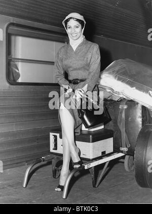 Dorothy Dandridge (1922-1965), photographed upon her arrival in New York for the premier of CARMEN JONES the performance - Stock Photo