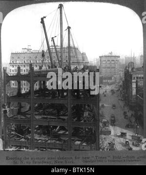 New York City, erecting the 23 story steel skeleton for the Times Building from 42nd Street North up Broadway, New - Stock Photo