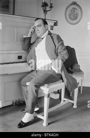 Enrico Caruso (1873-1921) seated at the piano in his New York apartment. Ca. 1915. - Stock Photo