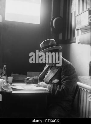 Enrico Caruso (1873-1921) reading in a New York City restaurant. Ca. 1915. - Stock Photo