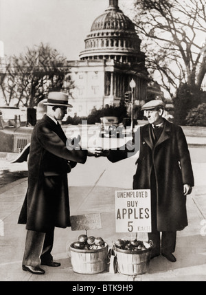 The Great Depression. Unemployed man sells apples near the Capitol in Washington D.C. As the Great Depression deepened - Stock Photo